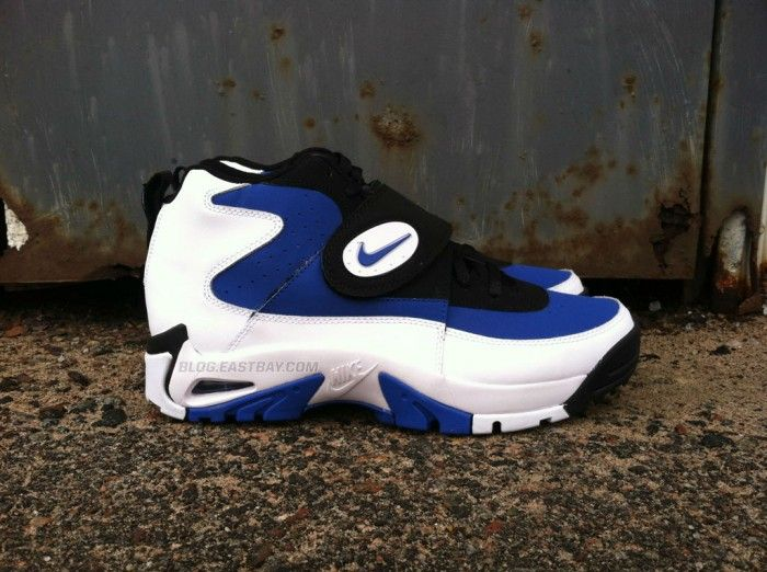 These are Nike Air Mission. It was Junior Seau's pseudo
