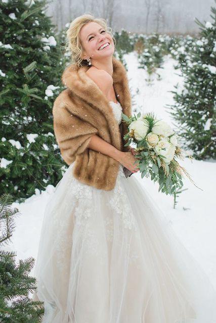 What To Wear For A Winter Wedding Stunning Bridal Shawls Saphireeventgroup Winterwedding White Shawl
