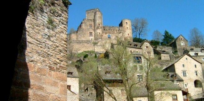 Un village typique qui a su garder son charme, Belcastel, France