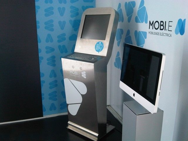 MOBI.E commissioned a branded anti-vandal kiosk for promotional use, helping inform the public and capture leads.