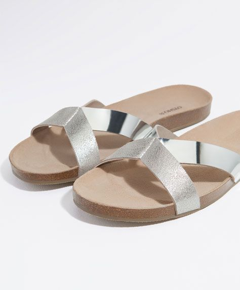 c8a117417d0 The most comfortable beach shoes for women at Oysho. Thong or beach sandals    wedges plus floral