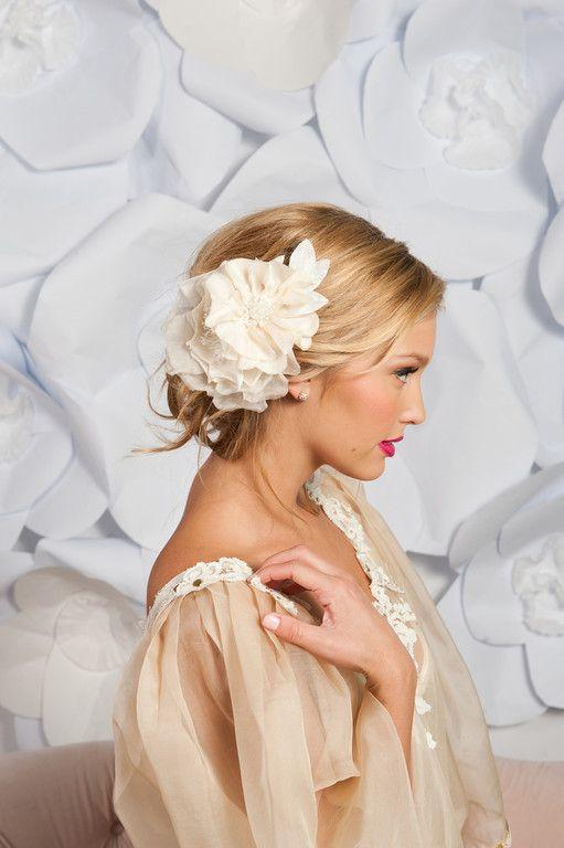 Coiffure mariage grosse fleur