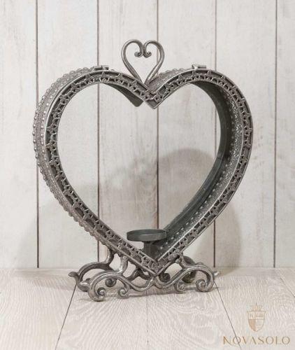 Flott antikksølv hjertelanterne på 37 cm! Lanternen har glass på begge sider og lysholder innvendig i bunn.