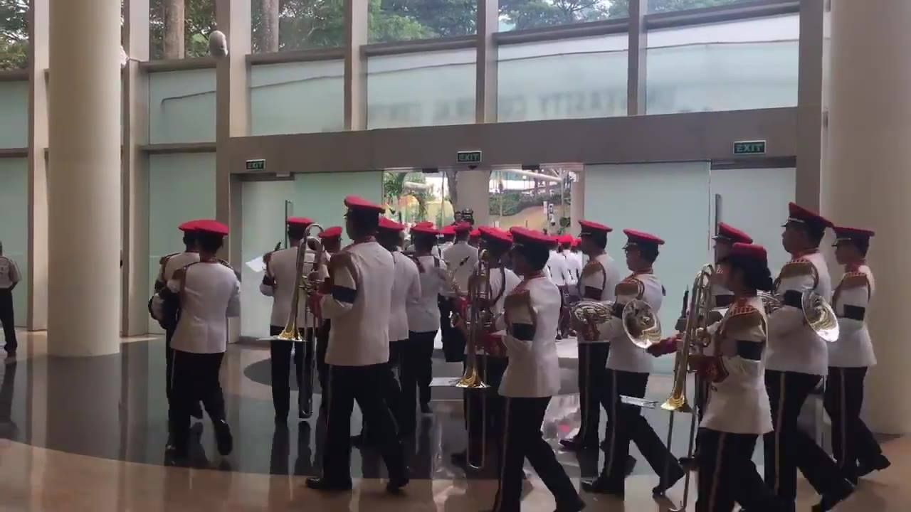 Remembering S R Nathan: The Line of Honour getting into place at UCC to await the cortege of former President SR Nathan. bit.ly/2cd5sPH  (Video: Olivia Siong)