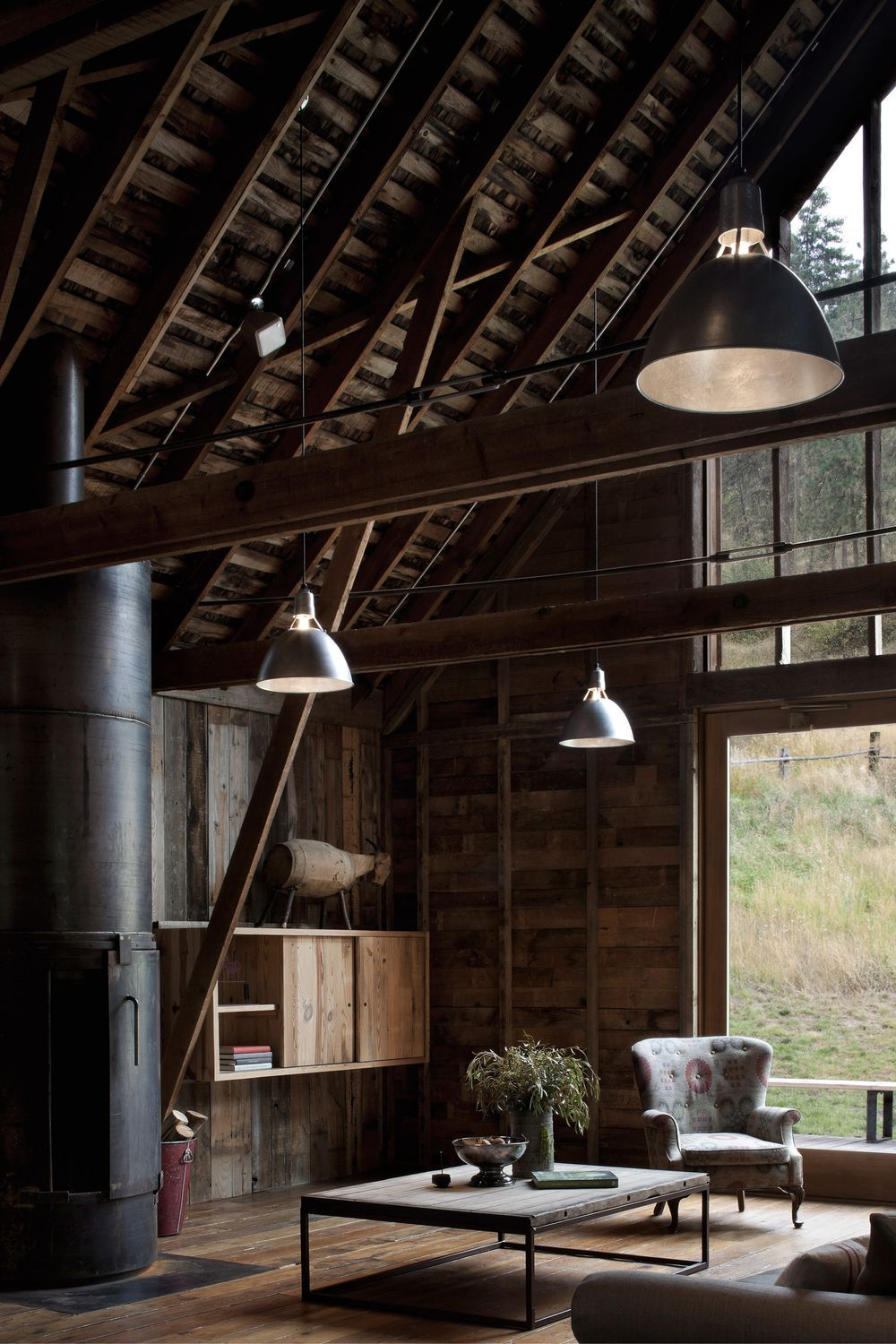 Barn transformed becomes gorgeous rustic home in