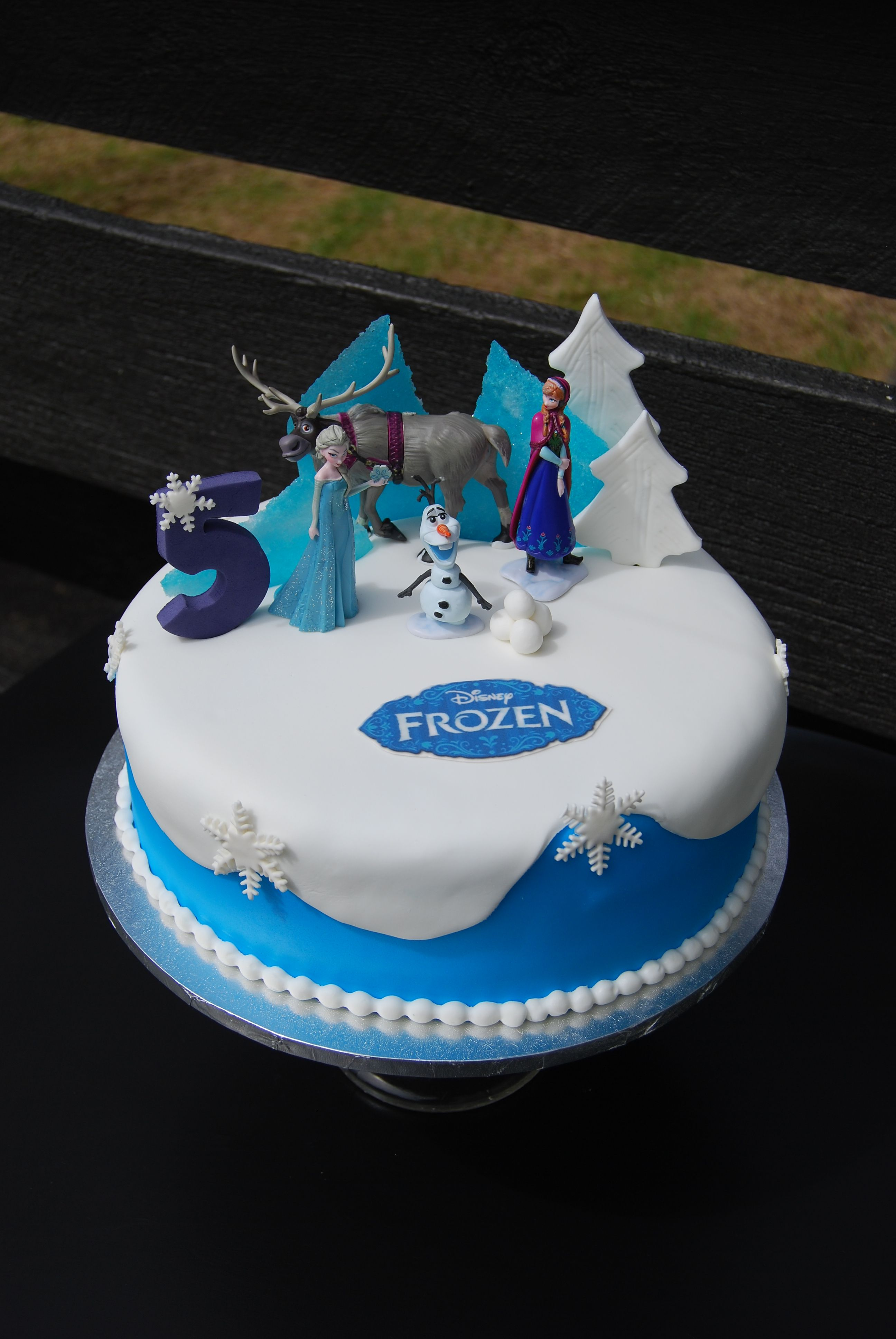 Frozen Cake Auckland 195 Is 10 Inch FREE Delivery Non Rural Figurines Bought From A Licensed Retailer