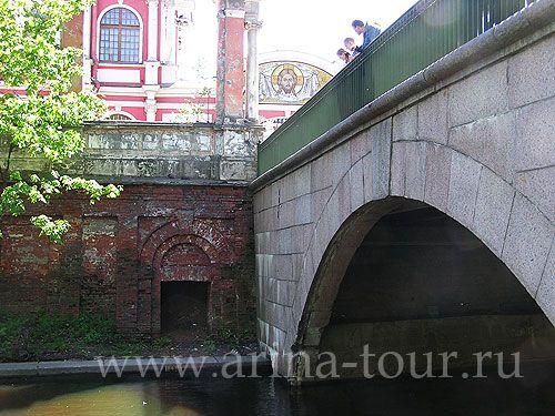 мост пешеходный к монастырю