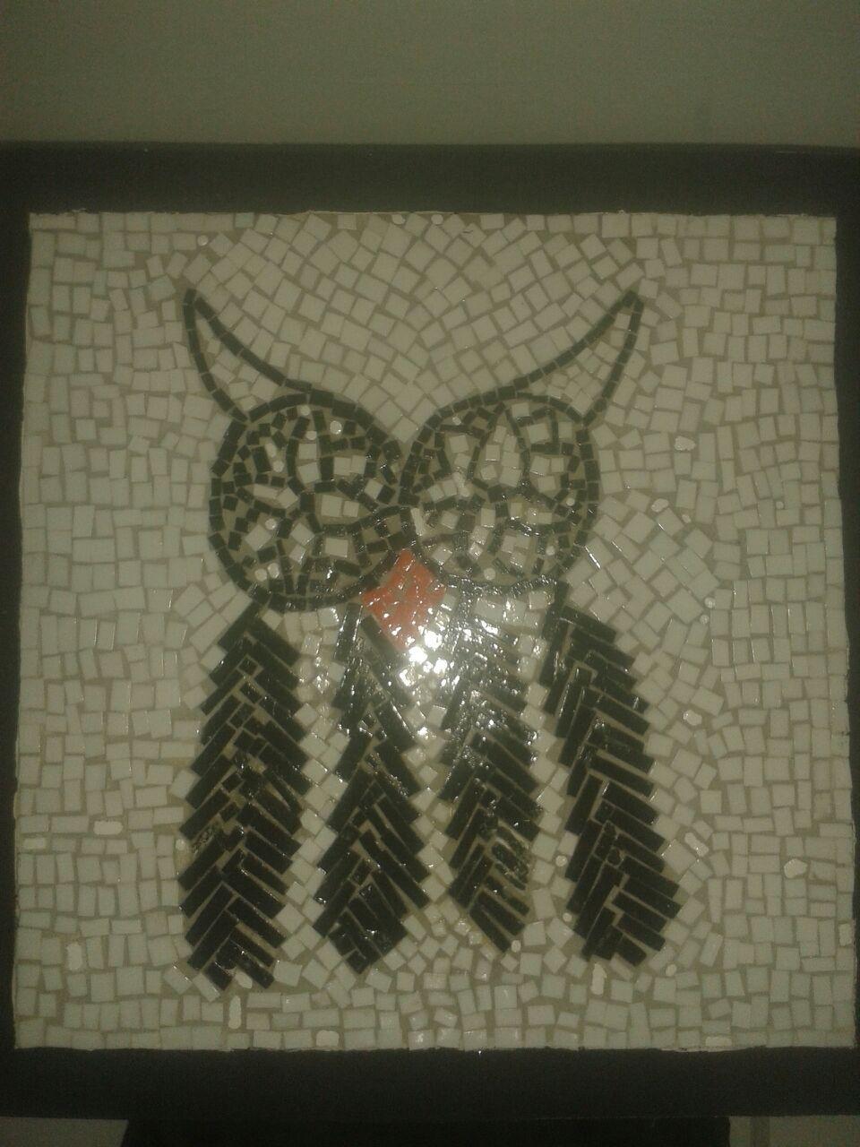 caixa em mdf com aplicação de mosaico feito com material reciclável na tampa