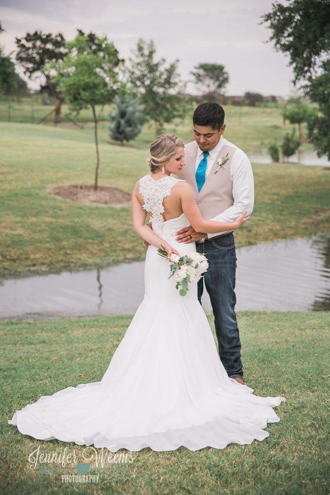 Lone Oak Barn Wedding {Felix + Lesli} // Austin Wedding Photographer