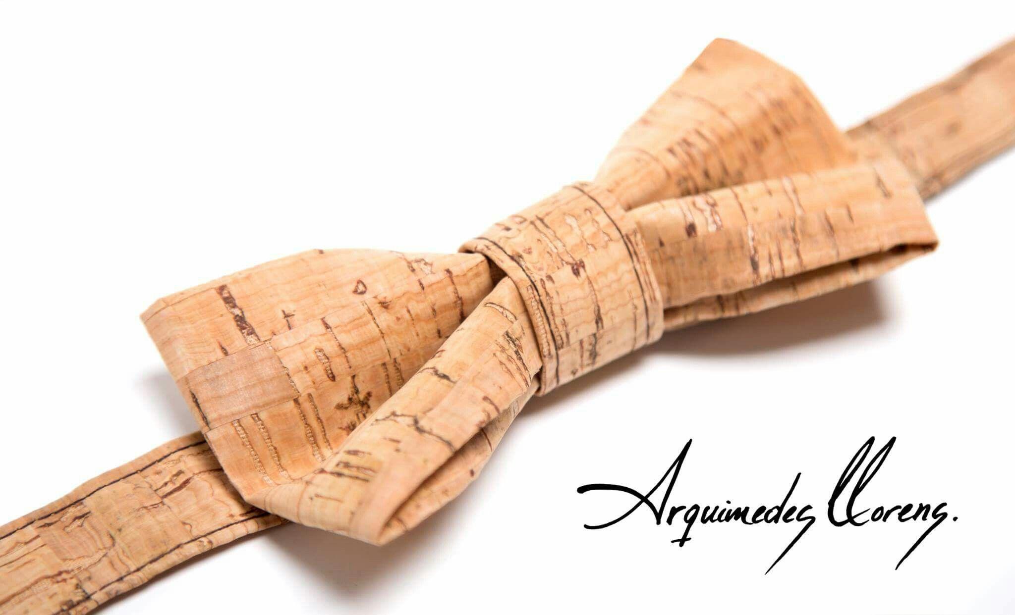 Pajarita en corcho diseñada y creada por ARQUIMEDES LLORENS - color LIGHT - Bow tie cork - Tuxedo Style - Esmoquin - Classic - Hipster - cork - corcho - pajarita - bowtie - arquimedes - llorens - original - pajaritas - vegan - unisex - ropa - complementos - accesories - accesorios - hombre - mujer - woman - man