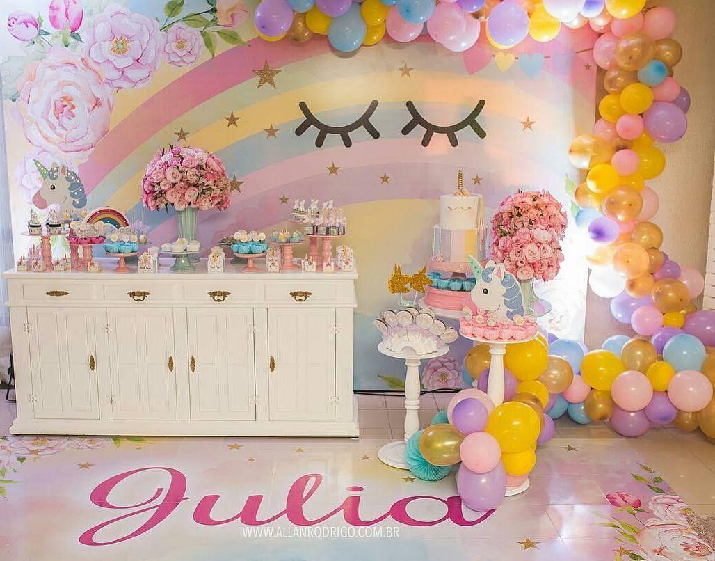 Linda decor com tema #Unicornio Decor @ateliedonadondoca #festejandoemcasa #  # Decoração De Festa Infantil Tema Unicornio
