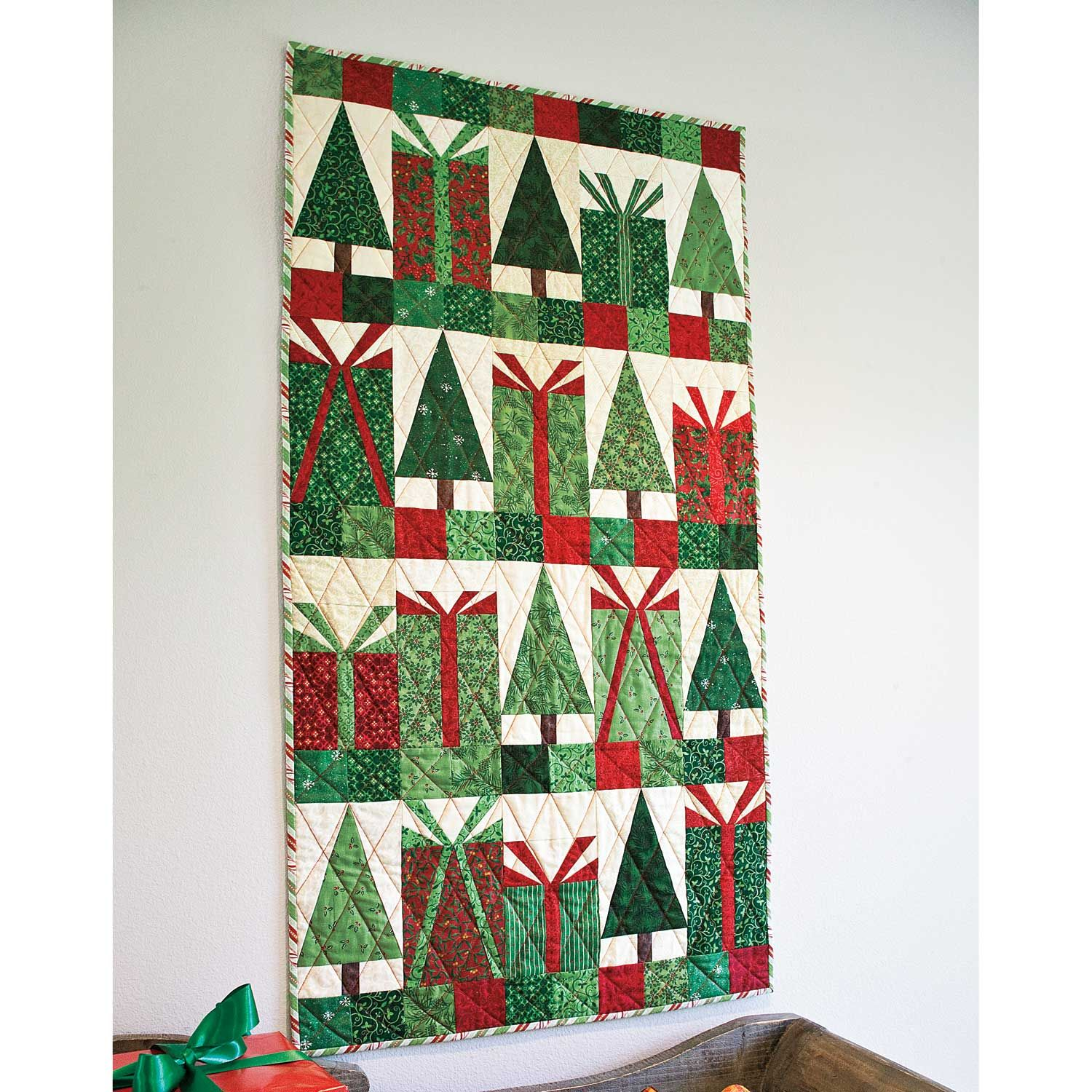 Paper Pieced Christmas Tree Pattern: BOWS & BOUGHS: Paper Piecing Christmas Wall Quilt Pattern