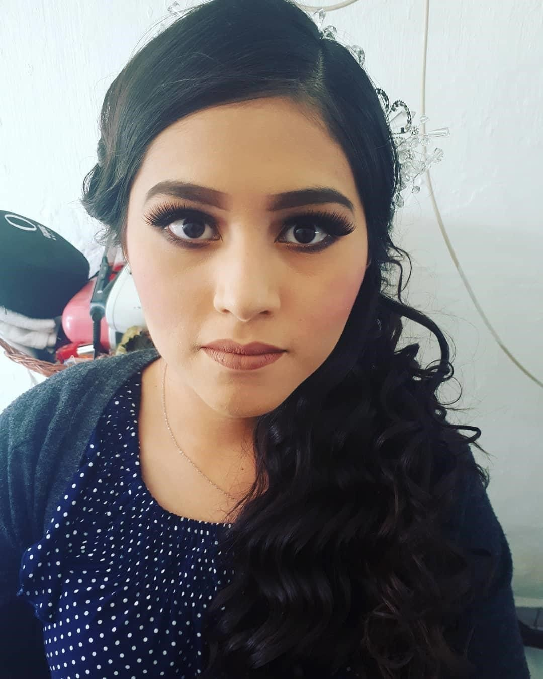 I Am A Professional Makeup Artist And Hairstylist Based In San