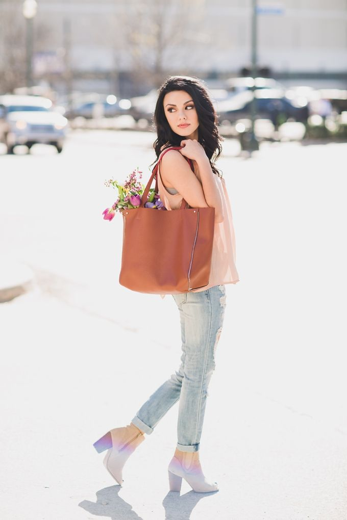 Urban City senior portraits with flowers and totes