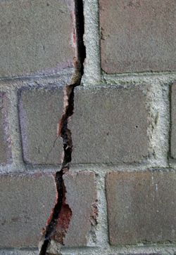 Signs Of Foundation Problems Cracked Bricks Http Www Kentfoundationsystems Com Foundation Repair Foundatio Brick Wall Brick Repair Concrete Repair Products
