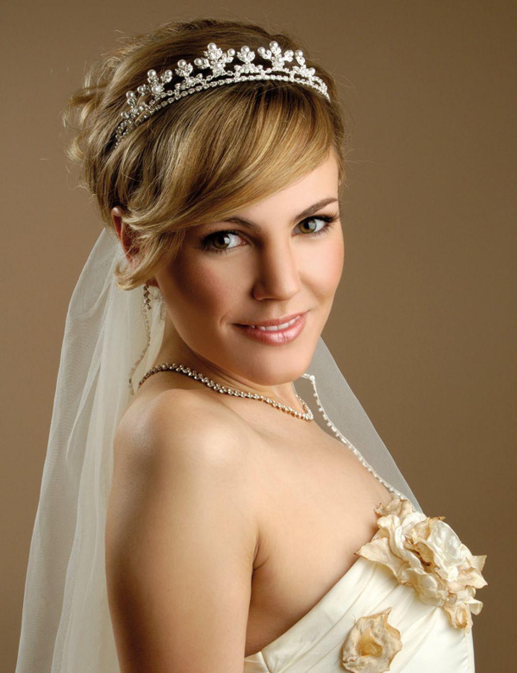 bridal short hair with veil fashions | wedding hair | short