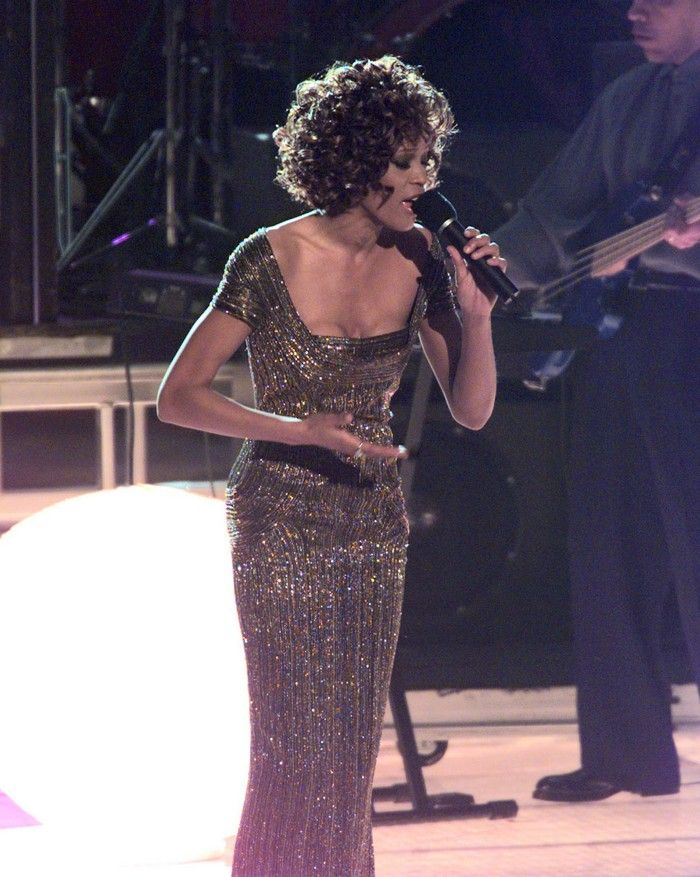 Whitney Houston Sings Exhale At The 1997 Grammy Awards I Just Love This Performance So Many Divas On Stage Whitney Houston Whitney Houston Pictures Whitney