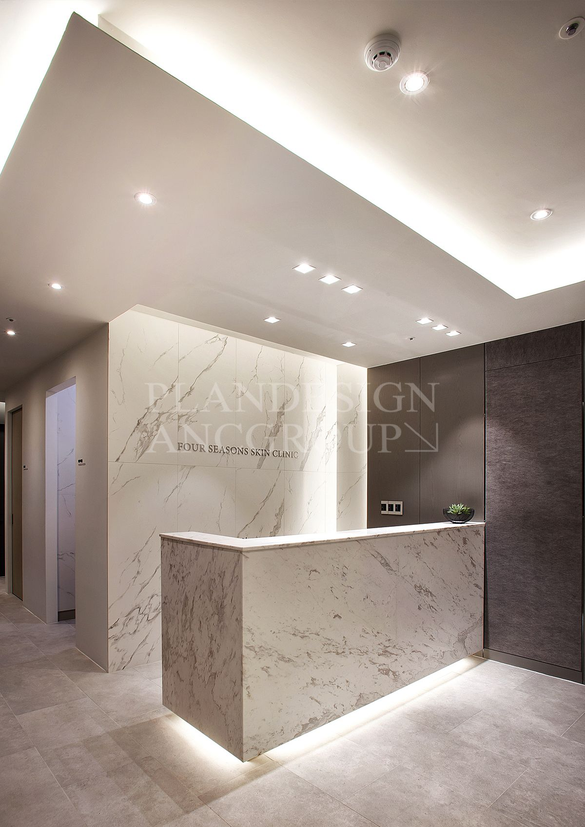 Hotel reception desk design counter dental office also pin by first style on ideas pinterest rh