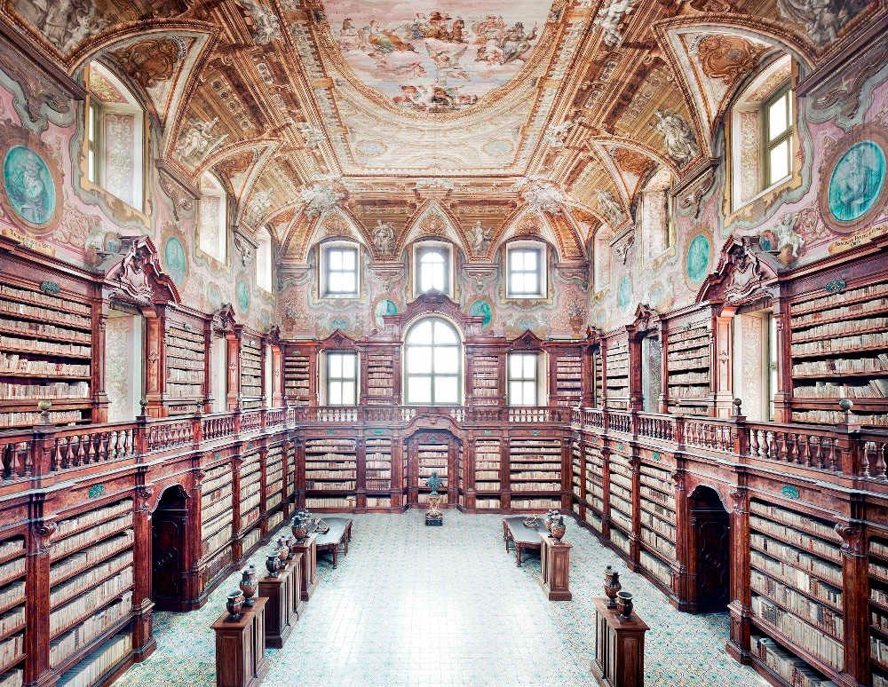 La bibliothèque des Girolamini, Naples, Italie