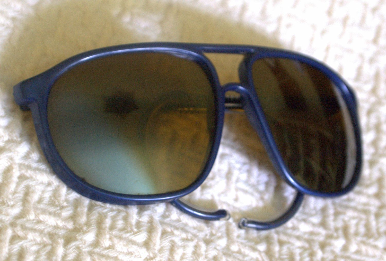FREE SHIPPING Original Vintage Vuarnet Pouilloux Nautilux Navy Blue Oversized 1980s Sunglasses. $165,00, via Etsy.