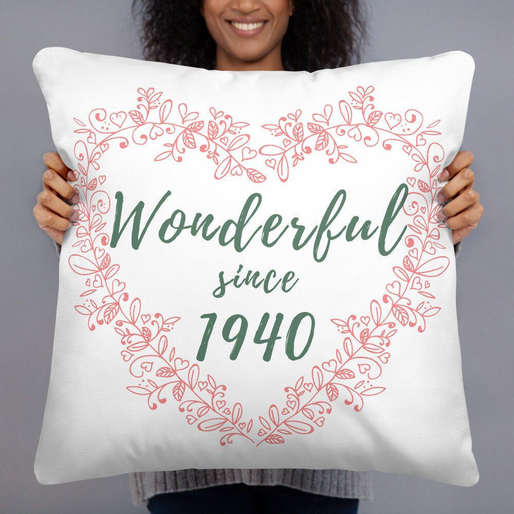 80th Birthday Gifts for Women, Wonderful since 1940 throw