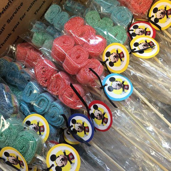 Mickey Mouse inspired candy kabobs Brochetas de dulces, Brochetas