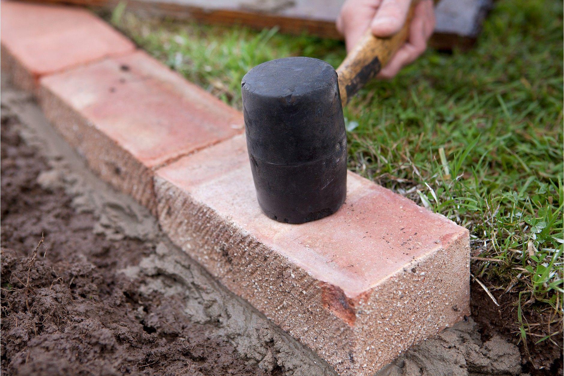 How To Edge A Lawn With Bricks Brick Garden Edging 400 x 300