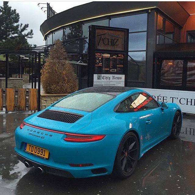 Enjoy this color! #Carrera4S // 📸: @fipeux // #porsche247