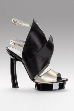 4da008e5dd057 La mode selon Gio Diev allie élégance, audace et design. Voici un aperçu de  sa collection de chaussures printemps-été