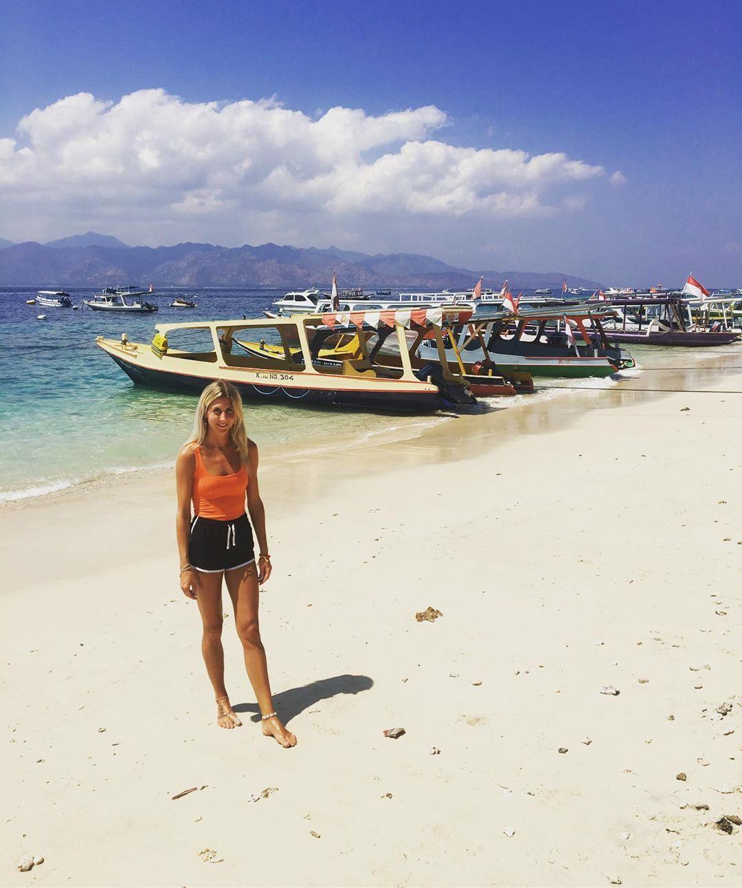 Island life is a bit of me 😏 #gili #gilit #island #islandlife #beach #beachlife #sea #sand #boats #whitesand #love #travel #traveller #seetheworld #catchflights #holiday