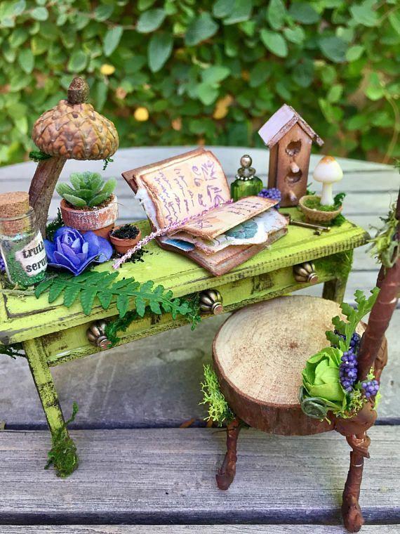 Fairy garden desk and chair dollhouse furniture fae desk and faeries pinterest f e - Jardin de fee ...
