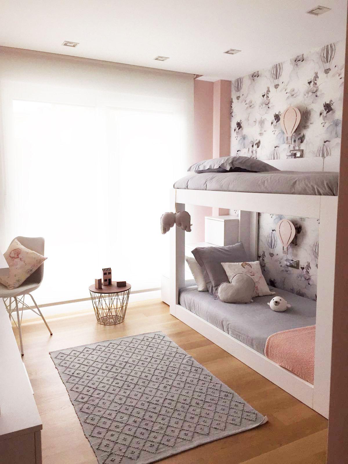 Habitaci n gris y rosa con papel pintado oh clouds de mr for Decoracion habitacion nina gris y rosa