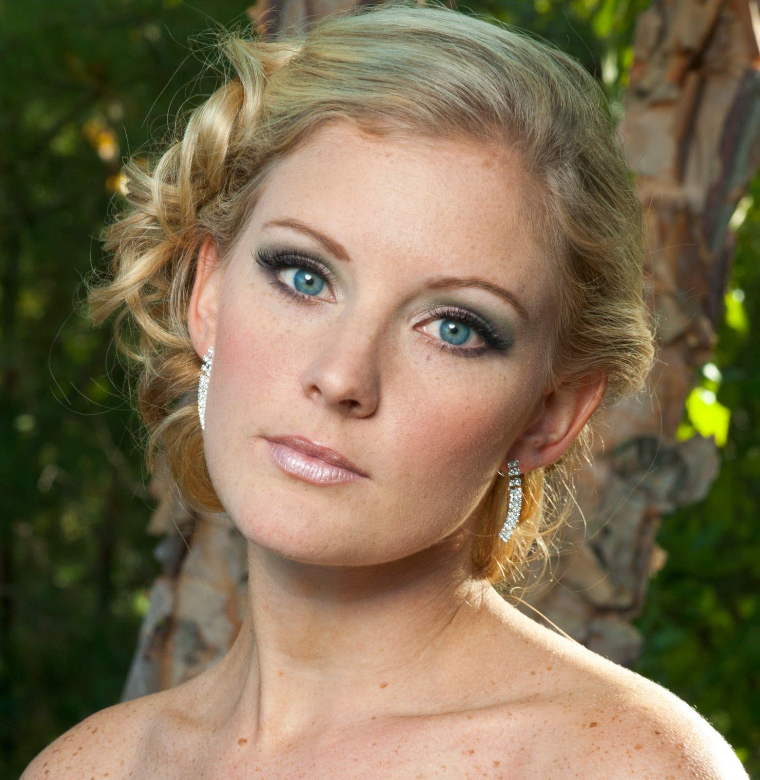 Wedding Makeup Tips For Blue Eyed Brides With Blond Hair Wedding