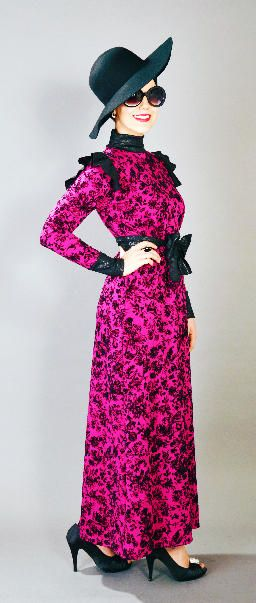 LUCINDA Fuchsia! Luxuriously gorgeous dress features full sleeves, long neck and finished with a beautiful separate belt which completes the look. Hight fashion Scuba fabric with trendy pattern in black and fuchsia color.  85,00 Euros - All sizes available!
