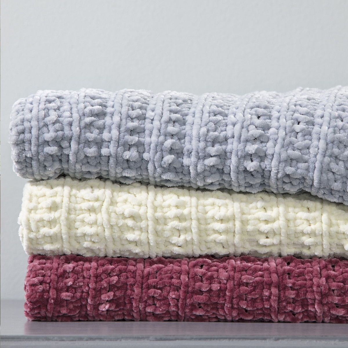 Chilly Mornings Call For A Plush Blanket That You Can Boast About Being Handmade Premier Yarn S Ret Circular Knitting Circular Knitting Needles Knitted Throws