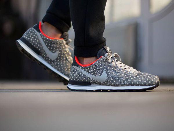 bas prix 7d5d7 35854 nike internationalist pois - Cerca con Google | Sneaker ...