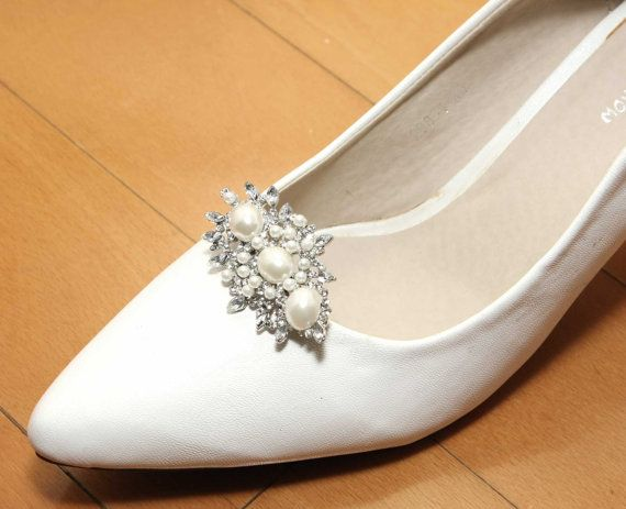 A pair of pearl crystal shoe clipsrhinestone shoe clipswedding a pair of white faux pearl crystal shoe clips rhinestone crystal shoe clips wedding bridal shoe clips shoes decoration fascinator junglespirit Choice Image