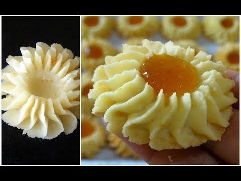 المعمول بحشو التمر والله إنو غير شكل زاكي Food Recipes Sweet And Salty
