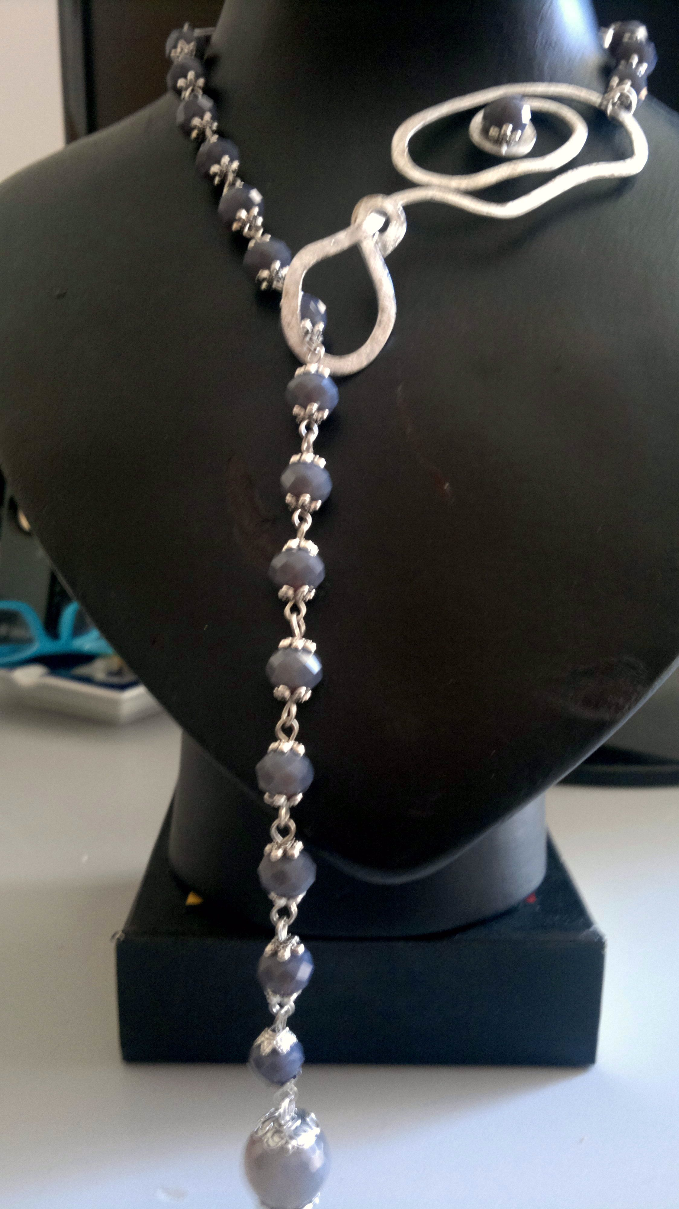 ampia selezione di design seleziona per genuino stili classici collana realizzata con pietre dure e alluminio martellato ...