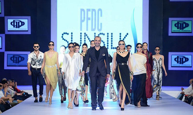 Bfa Deepak Perwani Crowned 6th Best Fashion Designer In The World Pakistan Dawn Com Best Fashion Designers Fashion Fashion Week