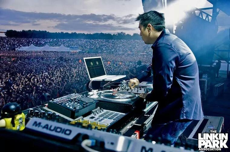 Joe Hahn and thousands of fans