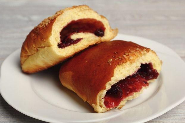 """750g vous propose la recette """"Chaussons aux fruits rouges"""" notée 5/5 par 1 votants."""