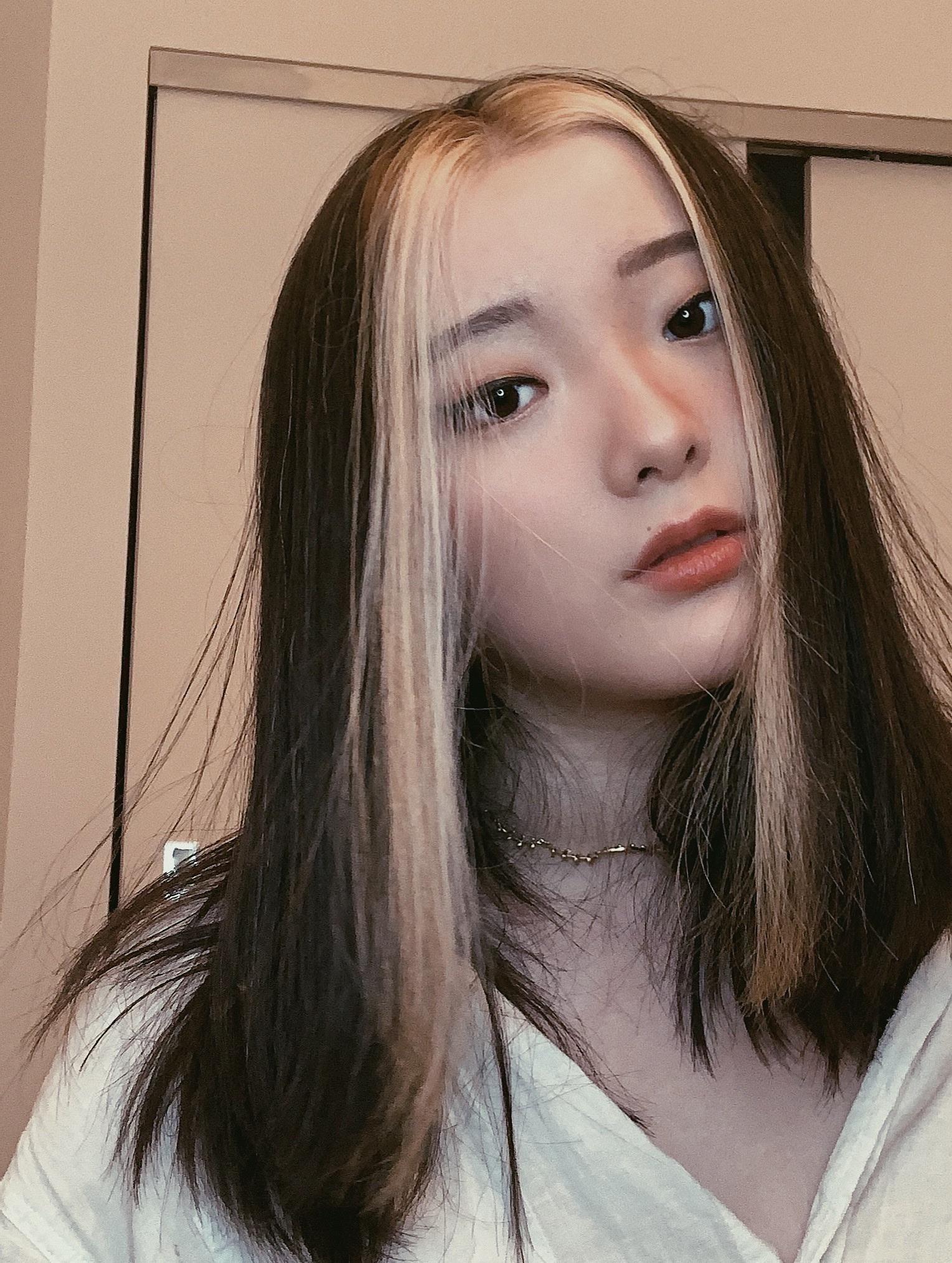 E Girl Hair Aesthetic In 2020 Hair Color Streaks Aesthetic Hair Hair Inspo Color