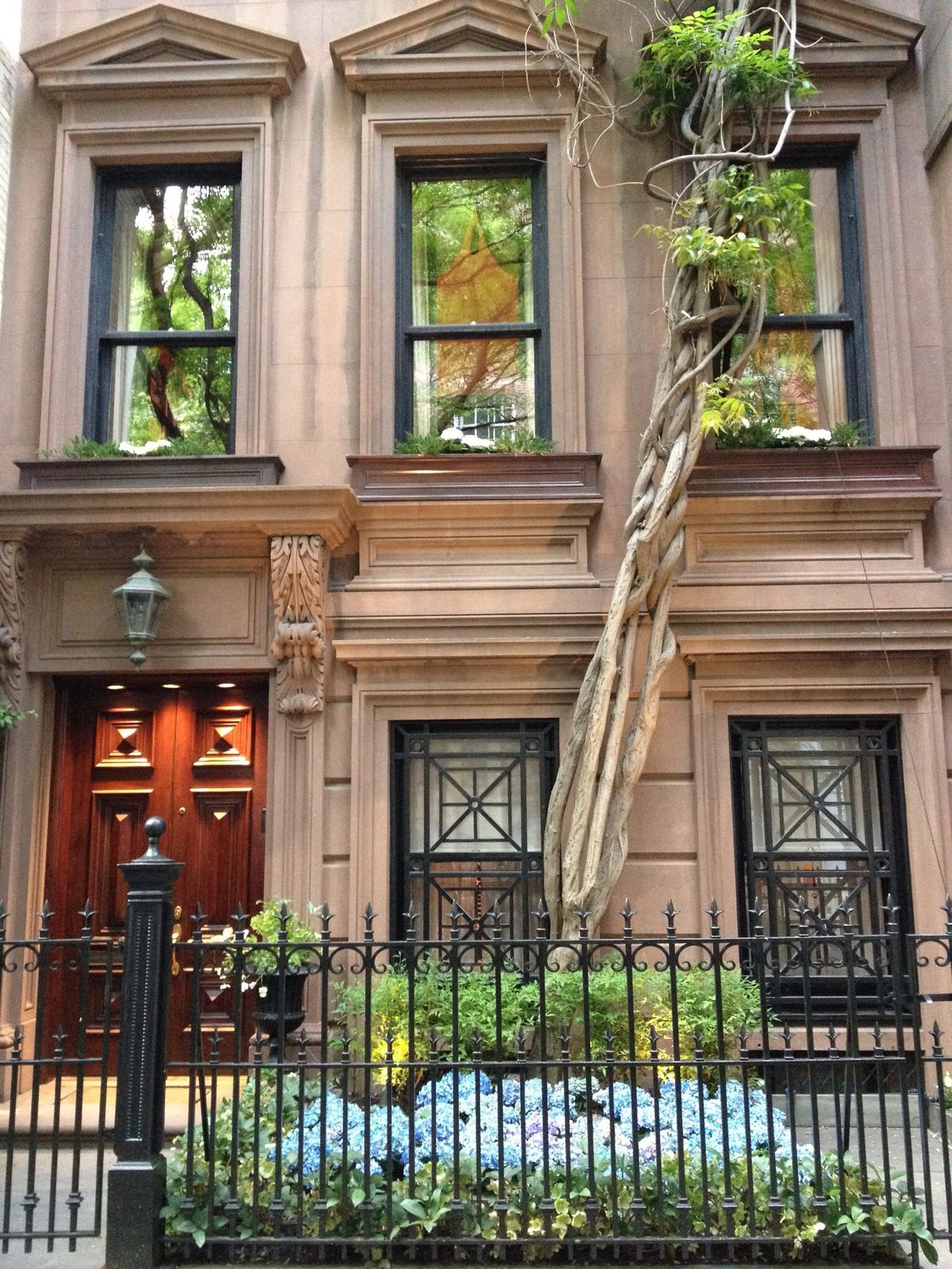 New York, Upper East Side | Contemporary house, Cool ...