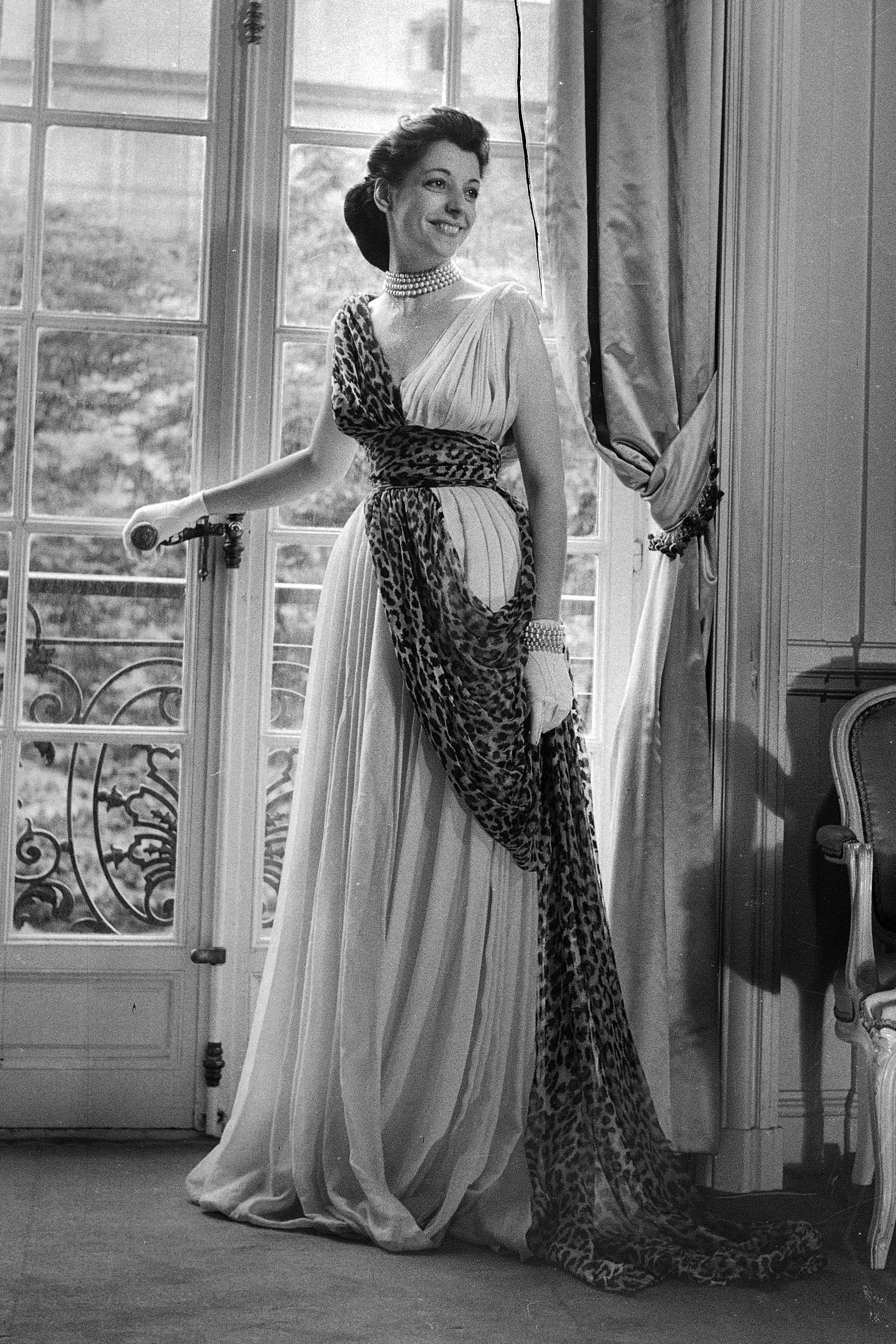In Photos  Dior in the 1940 s scarf draping -- look at middle  eastern indian southeast asian drapes and scarves for more inspo  81b22210941