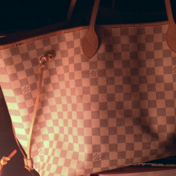 This checkerboard pattern bag is beautiful. Pretty off white with navy blue fine design. Real Louis bag, with number inside on tag. Great condition! :)