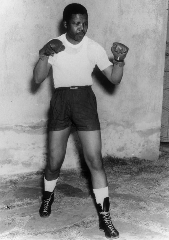 A Young Nelson Mandela In A Boxing Pose With Images Nelson