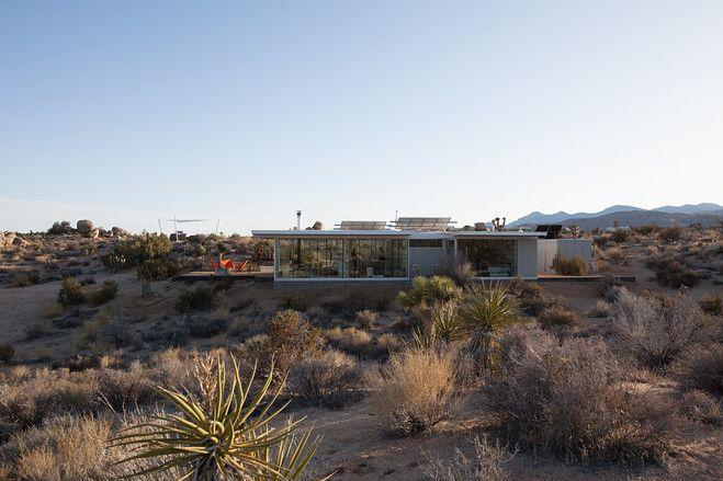 【スライドショー】砂漠の隠れ家―プレハブ建材と簡単な道具で作った自然の中の邸宅 - WSJ.com