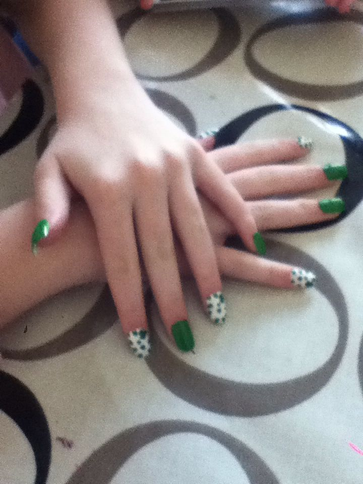 St paddy day nail art