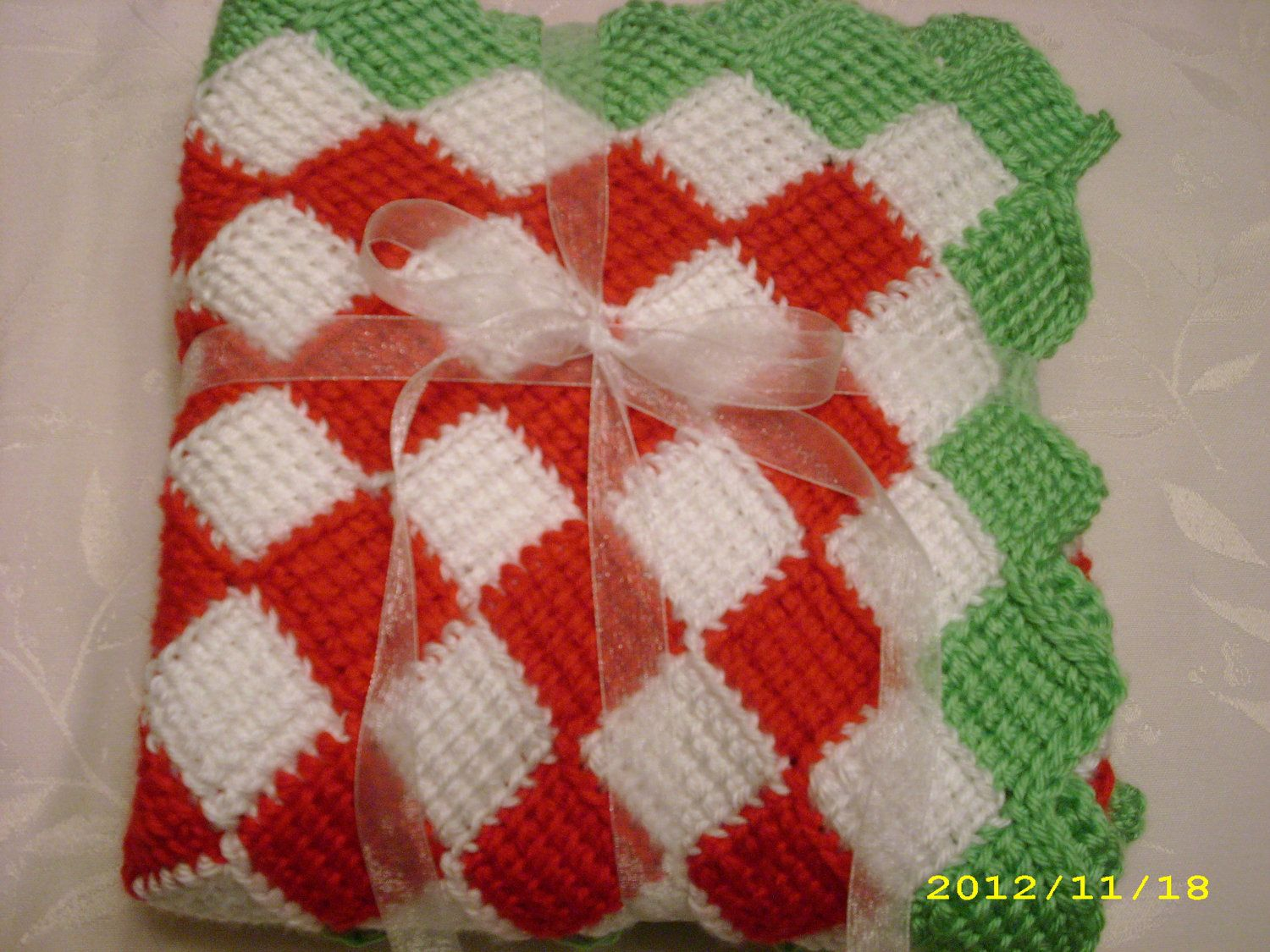 Baby's First Christmas Blanket!! This would be so cute for pictures with your baby!! <3
